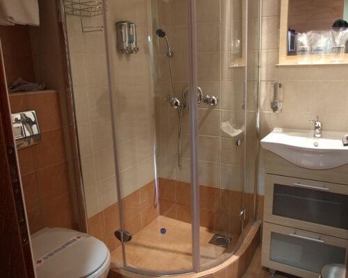 hotel junior kopaonik kupatilo
