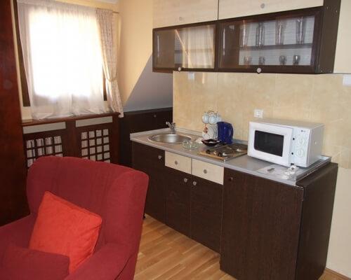 hotel junior kopaonik soba sa opremljenom kuhinjom