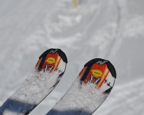 Iznajmljivanje ski opreme - skije - skijanje na Kopaoniku