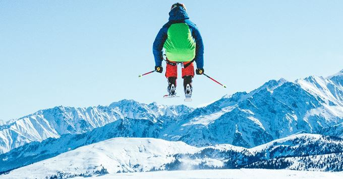 Skijaš u vazduhu