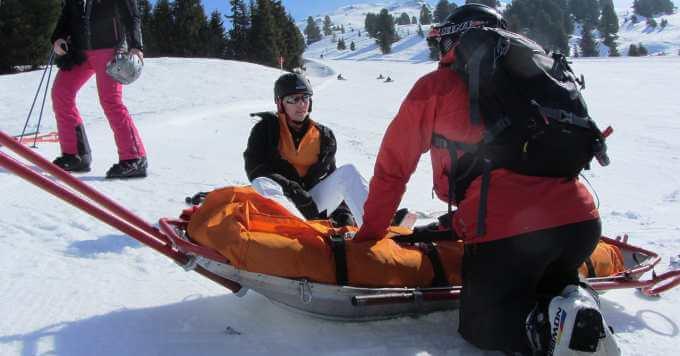 Povreda skijaša na snegu