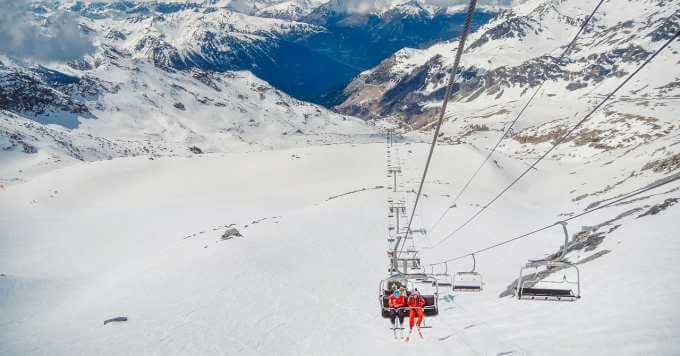 Žičara na snežnoj planini